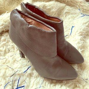 Stylish leather boot/heel